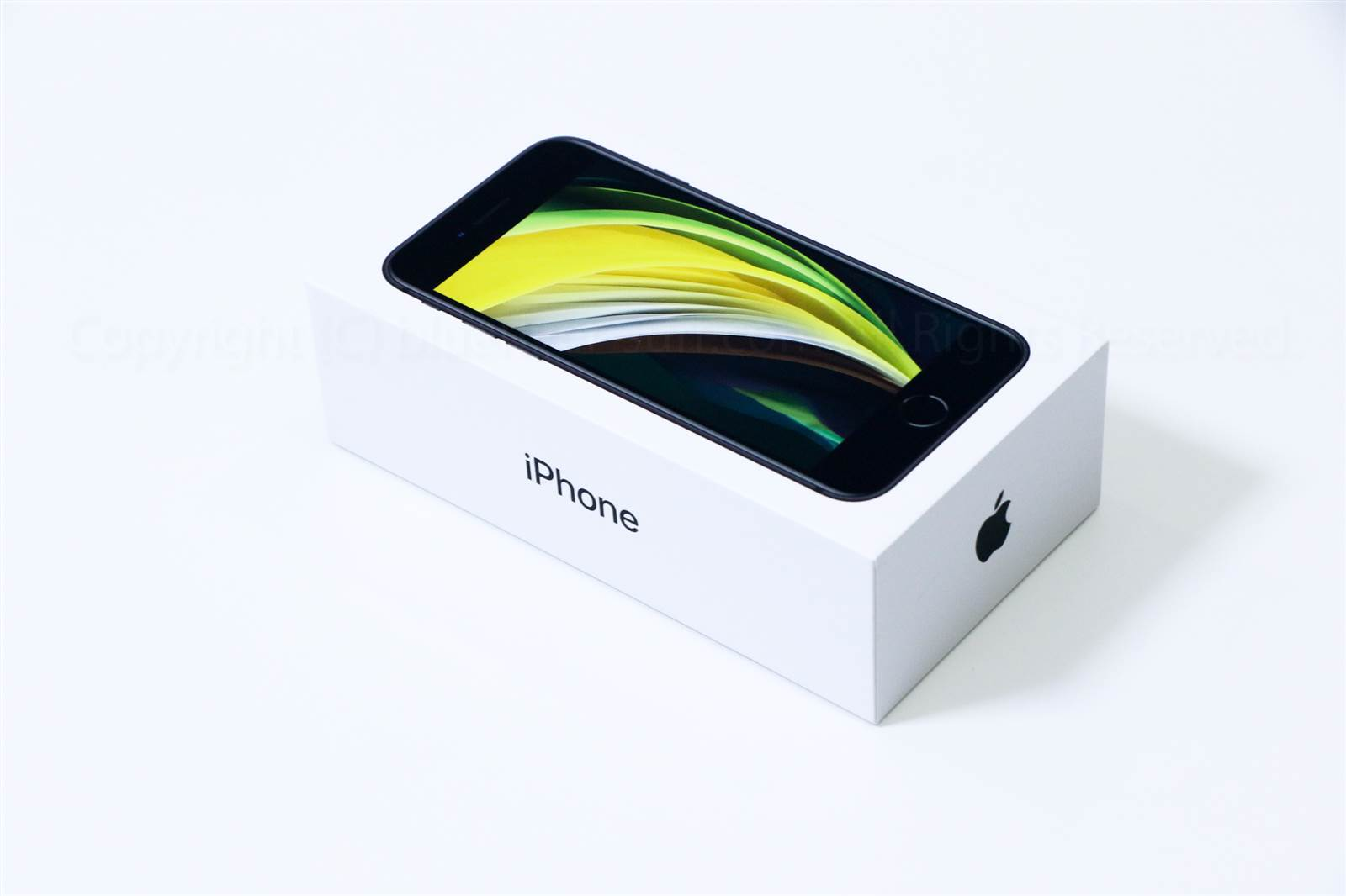 iPhone SE(2020)パッケージ01