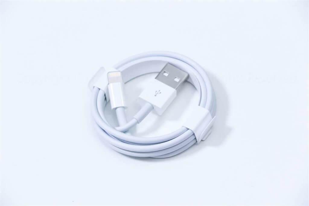 iPhone 8 ライトニングケーブル